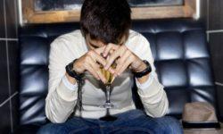 Jak postępować z alkoholikiem? Jak mu pomóc?
