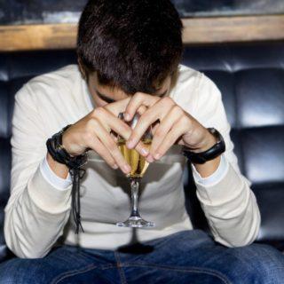 jak-postepowac-z-alkoholikiem-jak-mu-pomoc