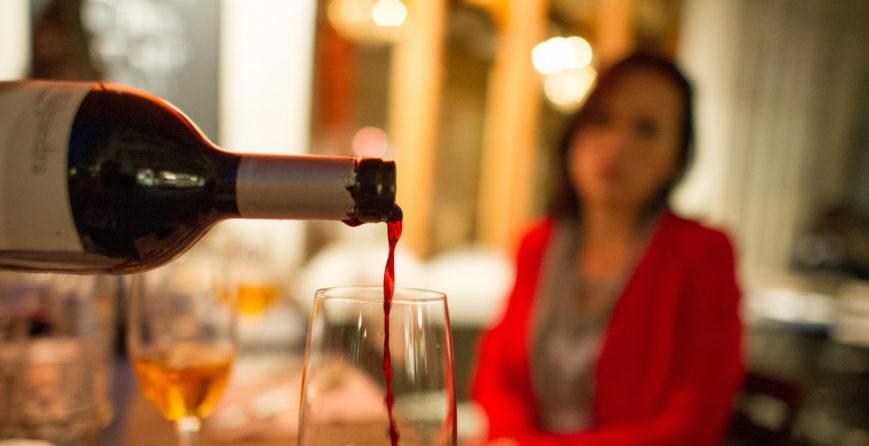 kobieta-uzalezniona-od-alkoholu-statystyki-i-powody-picia