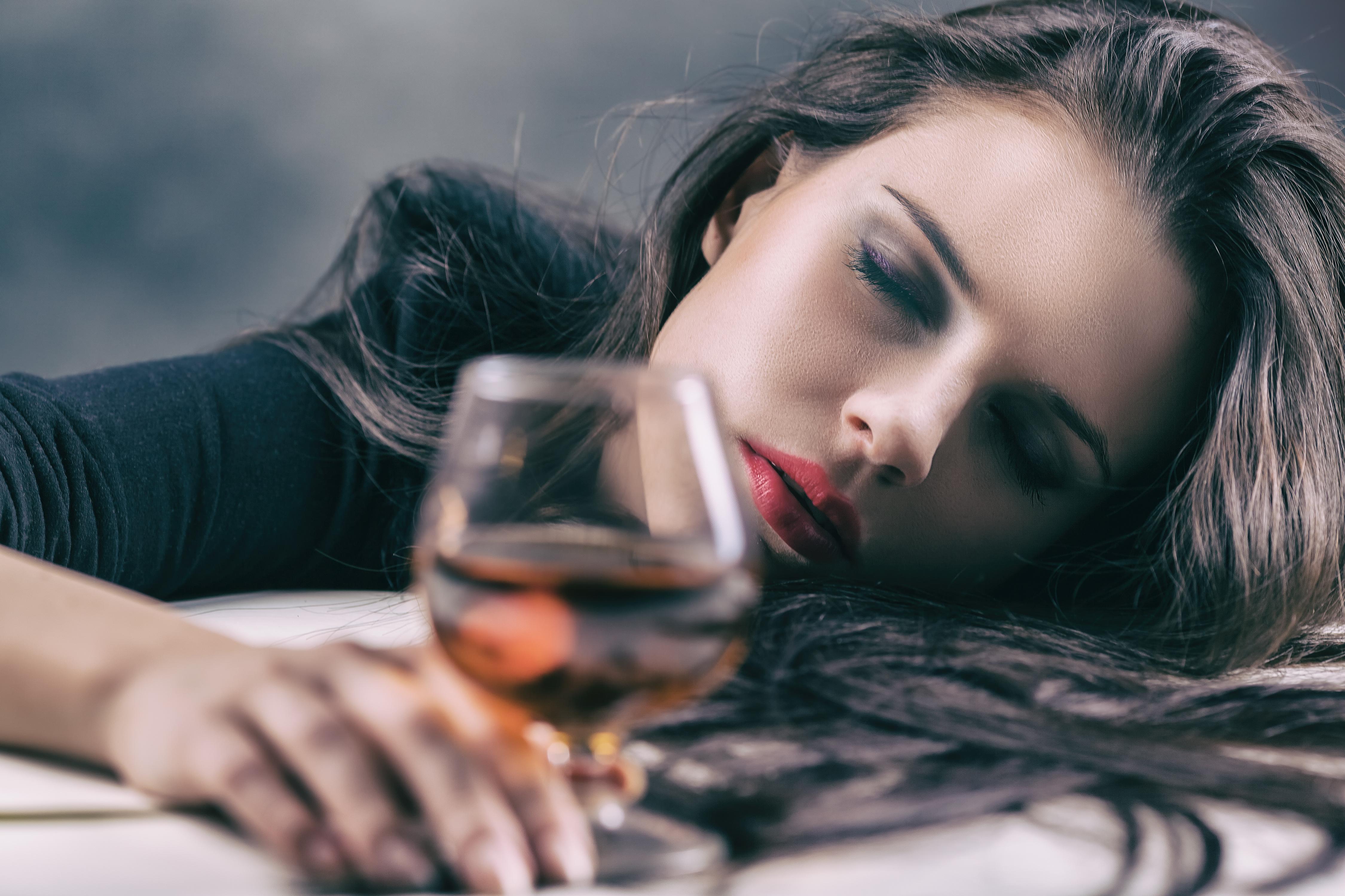 Alkohol i kobiety.  Jak pomóc kobiecie alkoholiczce?